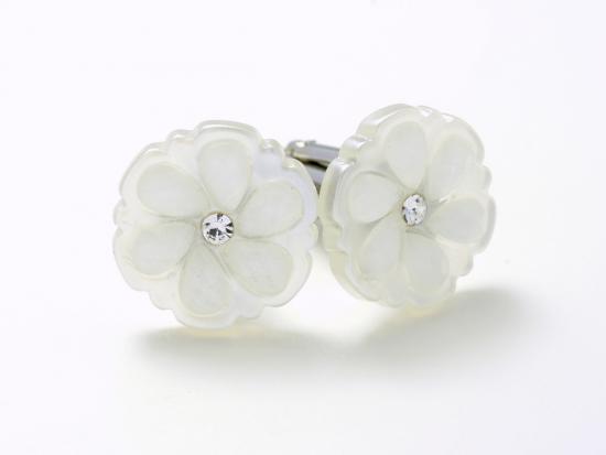 白の花柄がさりげなさを演出するカフスボタン Modern 074