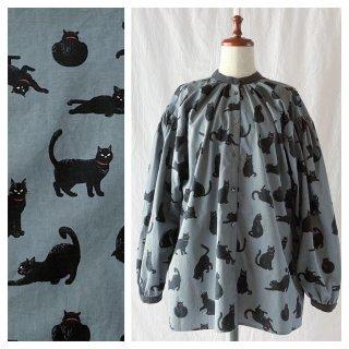 黒猫のスタンドカラーブラウス(長袖:グレー)