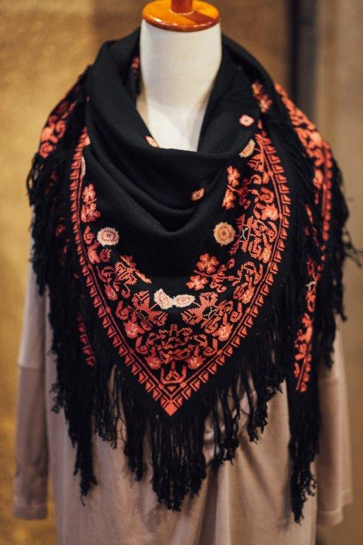 薔薇刺繍ストール(サーモンピンク)