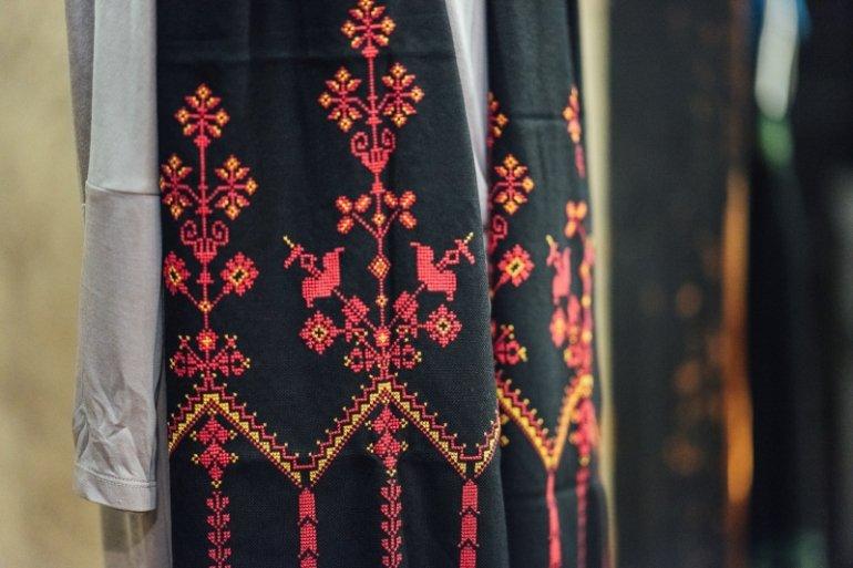 花の宮殿刺繍ストール(赤)