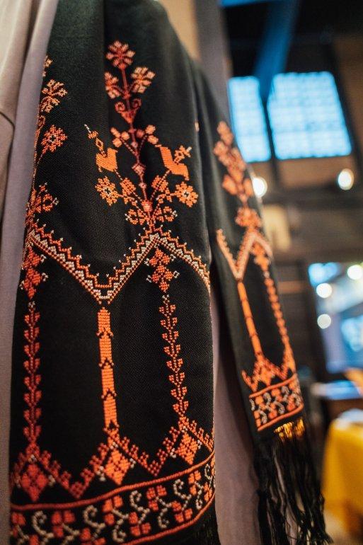 花の宮殿刺繍ストール(サーモンピンク)