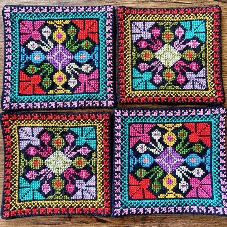 華刺繍コースター(赤・ピンク)