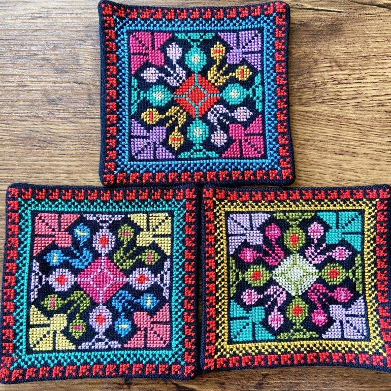 華刺繍コースター(赤色)