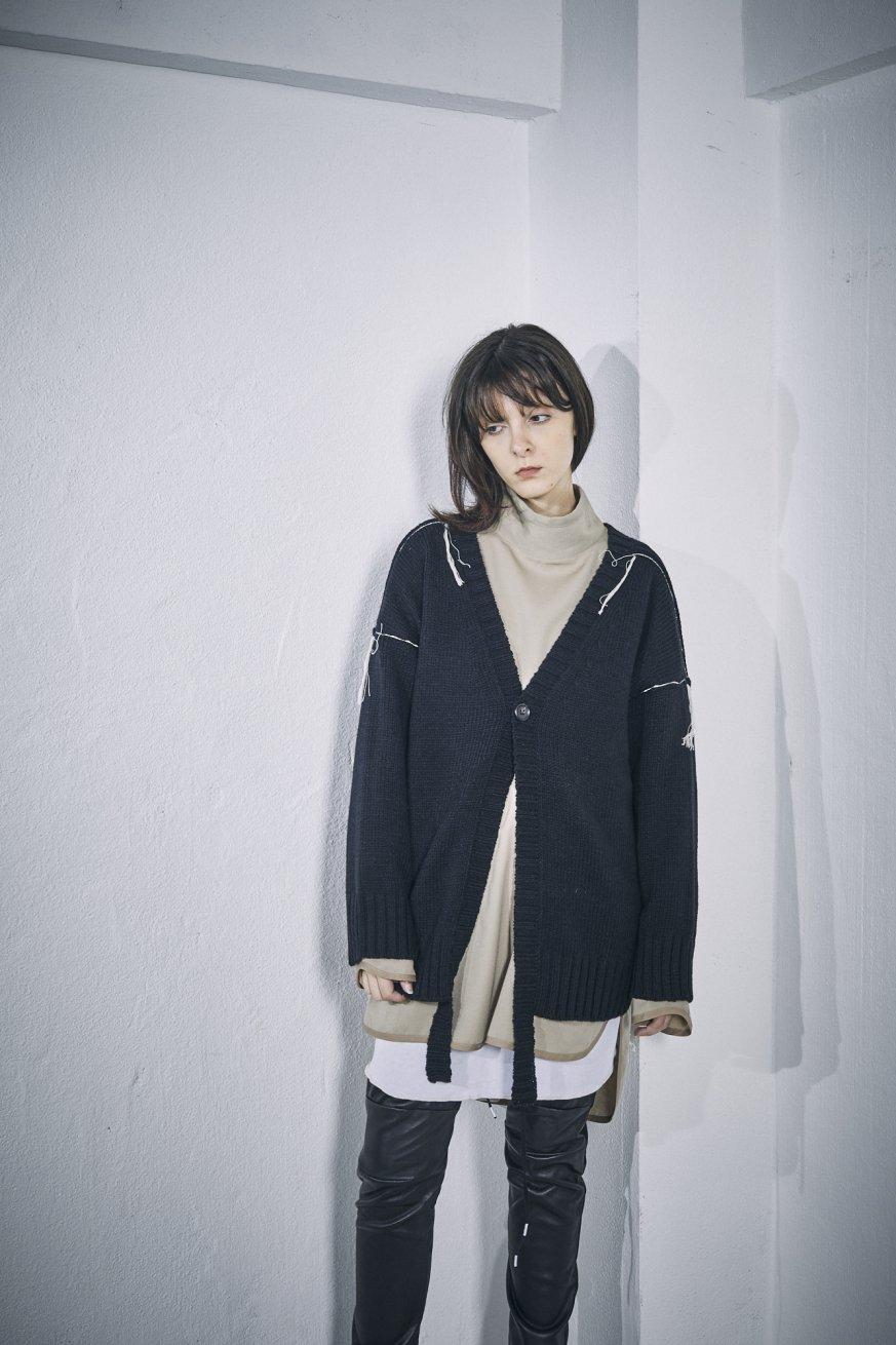 V NECK CARDIGAN【Black】