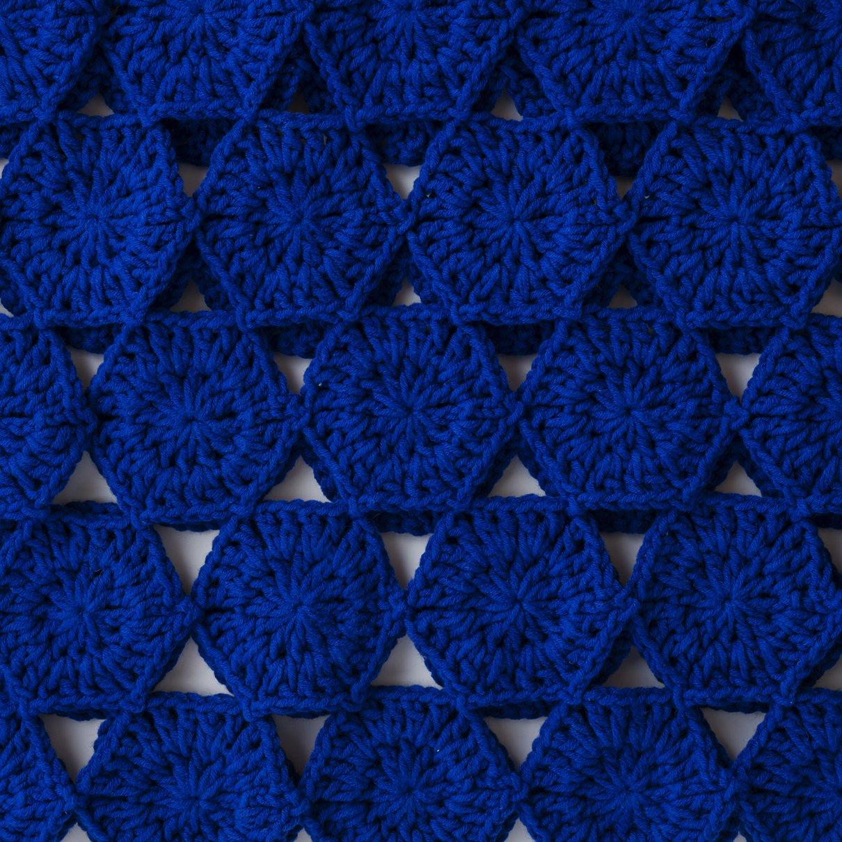 六角形モチーフのプルオーバー