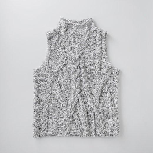 なわ編みがポイントのベスト