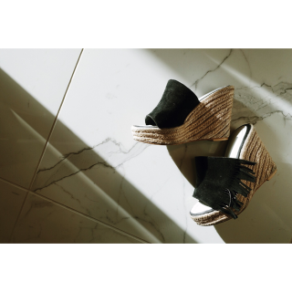 <img class='new_mark_img1' src='//img.shop-pro.jp/img/new/icons56.gif' style='border:none;display:inline;margin:0px;padding:0px;width:auto;' />Fringe Wedge Sole Sandal<br>[23cm/24cm]