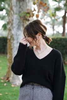 Basic V-neck Knit<br>[Black]