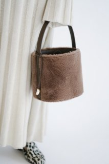 <img class='new_mark_img1' src='//img.shop-pro.jp/img/new/icons8.gif' style='border:none;display:inline;margin:0px;padding:0px;width:auto;' />Fake Fur 2way Bucket Bag