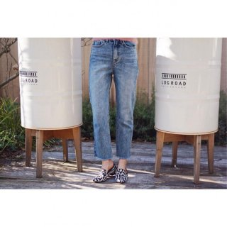 <img class='new_mark_img1' src='//img.shop-pro.jp/img/new/icons8.gif' style='border:none;display:inline;margin:0px;padding:0px;width:auto;' />Cut-off Straight Denim Pants<br>[S/M]