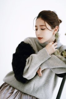 Fake Fur Turtleneck Knit<br>[Gray]