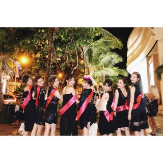 <img class='new_mark_img1' src='//img.shop-pro.jp/img/new/icons8.gif' style='border:none;display:inline;margin:0px;padding:0px;width:auto;' />Bachelorette ピンクサッシュ