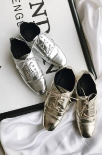 <img class='new_mark_img1' src='https://img.shop-pro.jp/img/new/icons38.gif' style='border:none;display:inline;margin:0px;padding:0px;width:auto;' />Metallic Mannish Shoes<br>[Gold/Silver][B品]