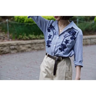 <img class='new_mark_img1' src='https://img.shop-pro.jp/img/new/icons38.gif' style='border:none;display:inline;margin:0px;padding:0px;width:auto;' />Embroidered Design Stripe Shirt【B品】
