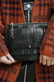 <img class='new_mark_img1' src='//img.shop-pro.jp/img/new/icons8.gif' style='border:none;display:inline;margin:0px;padding:0px;width:auto;' />SAINT LAURENT<br>Fringed Design Clutch