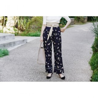 <img class='new_mark_img1' src='//img.shop-pro.jp/img/new/icons8.gif' style='border:none;display:inline;margin:0px;padding:0px;width:auto;' />Flower Print Straight Pants<br>[NAVY/MUSTARD]