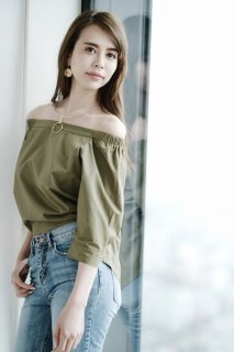 <img class='new_mark_img1' src='//img.shop-pro.jp/img/new/icons56.gif' style='border:none;display:inline;margin:0px;padding:0px;width:auto;' />Cotton Off-shoulder Blouse<br>[KHAKI]