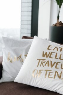 Logo Print Cushion Cover<br>[White×Gold]