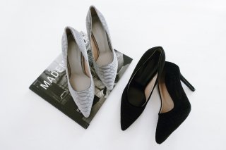 Velvet Pointed-toe Pumps<br>[Black/Grey]