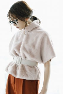<img class='new_mark_img1' src='//img.shop-pro.jp/img/new/icons8.gif' style='border:none;display:inline;margin:0px;padding:0px;width:auto;' />Eco Fur Halfsleeves Tops<br>[Beige]