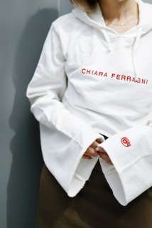 <img class='new_mark_img1' src='https://img.shop-pro.jp/img/new/icons38.gif' style='border:none;display:inline;margin:0px;padding:0px;width:auto;' />Chiara Ferragni <br>Cropped Hoodie