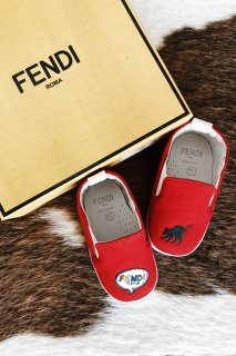 <img class='new_mark_img1' src='https://img.shop-pro.jp/img/new/icons8.gif' style='border:none;display:inline;margin:0px;padding:0px;width:auto;' />FENDI<br>Baby First Slip-on Shoes