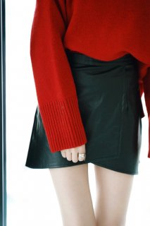 <img class='new_mark_img1' src='//img.shop-pro.jp/img/new/icons8.gif' style='border:none;display:inline;margin:0px;padding:0px;width:auto;' />Glossy Coating Mini-skirt<br>[S/M]