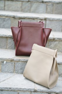 <img class='new_mark_img1' src='//img.shop-pro.jp/img/new/icons56.gif' style='border:none;display:inline;margin:0px;padding:0px;width:auto;' />Eco-leather  Totebag<br>[BEIGE/WINE]