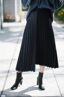 <img class='new_mark_img1' src='//img.shop-pro.jp/img/new/icons8.gif' style='border:none;display:inline;margin:0px;padding:0px;width:auto;' />Bi-color Pleats Skirt<br>[NAVY]