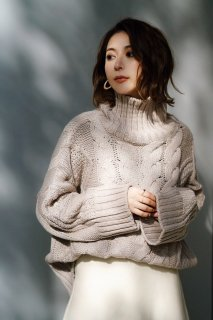 <img class='new_mark_img1' src='//img.shop-pro.jp/img/new/icons8.gif' style='border:none;display:inline;margin:0px;padding:0px;width:auto;' />Turtleneck Cable Knit P/O<br>[GRAIGE]