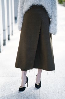 Cut-off Wrap Long Skirt<br>[BROWN]