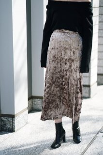 <img class='new_mark_img1' src='https://img.shop-pro.jp/img/new/icons8.gif' style='border:none;display:inline;margin:0px;padding:0px;width:auto;' />Crinkled Velours Skirt<br>[BEIGE]