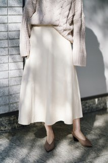 <img class='new_mark_img1' src='//img.shop-pro.jp/img/new/icons8.gif' style='border:none;display:inline;margin:0px;padding:0px;width:auto;' />Flare Knit Skirt<br>[WHITE]