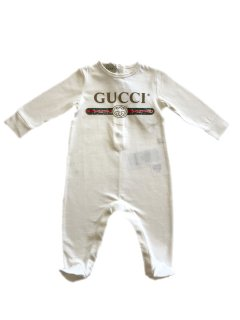 <img class='new_mark_img1' src='https://img.shop-pro.jp/img/new/icons8.gif' style='border:none;display:inline;margin:0px;padding:0px;width:auto;' />GUCCI<br>GUCCI Logo Rompers