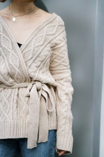 <img class='new_mark_img1' src='https://img.shop-pro.jp/img/new/icons8.gif' style='border:none;display:inline;margin:0px;padding:0px;width:auto;' />Cableknit Short Gown<br>[BEIGE]