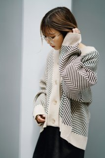 <img class='new_mark_img1' src='https://img.shop-pro.jp/img/new/icons8.gif' style='border:none;display:inline;margin:0px;padding:0px;width:auto;' />Oversize Knit Cardigan<br>[BEIGE]
