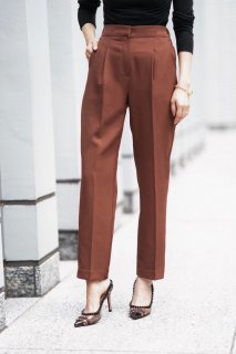 <img class='new_mark_img1' src='https://img.shop-pro.jp/img/new/icons8.gif' style='border:none;display:inline;margin:0px;padding:0px;width:auto;' />Tuck  Tapered Pants<br>[BROWN]