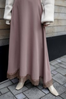 Lace docking flare skirt<br>[BROWN]
