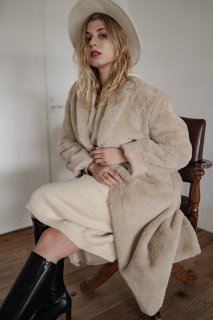<img class='new_mark_img1' src='https://img.shop-pro.jp/img/new/icons8.gif' style='border:none;display:inline;margin:0px;padding:0px;width:auto;' />Eco-fur Over Coat<br>[BEIGE/NAVY]