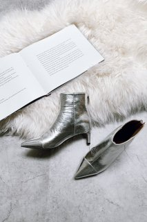 Shiny Pointed Toe Bootie<br>[S,M,L]