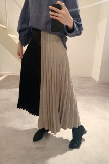 <img class='new_mark_img1' src='https://img.shop-pro.jp/img/new/icons38.gif' style='border:none;display:inline;margin:0px;padding:0px;width:auto;' />Bicolor Pleated Skirt<br>[BLACK×GREY][SAMPLE]