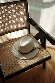 <img class='new_mark_img1' src='https://img.shop-pro.jp/img/new/icons8.gif' style='border:none;display:inline;margin:0px;padding:0px;width:auto;' />Wool Fedora Hat<br>[WHITE]