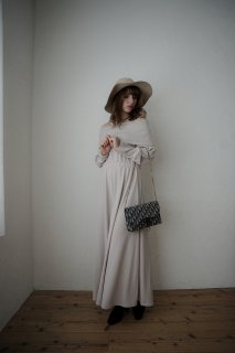 <img class='new_mark_img1' src='https://img.shop-pro.jp/img/new/icons8.gif' style='border:none;display:inline;margin:0px;padding:0px;width:auto;' />Off-shoulder Knit One-piece<br>[BEIGE/RED]