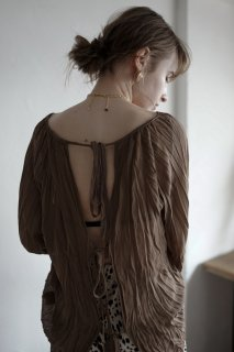 <img class='new_mark_img1' src='https://img.shop-pro.jp/img/new/icons8.gif' style='border:none;display:inline;margin:0px;padding:0px;width:auto;' />Sheer Open Design Blouse<br>[KHAKI]