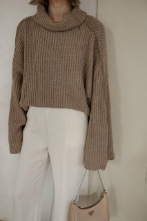 <img class='new_mark_img1' src='https://img.shop-pro.jp/img/new/icons8.gif' style='border:none;display:inline;margin:0px;padding:0px;width:auto;' />Wide Sleeve Turtle-neck Knit<br>[BEIGE]