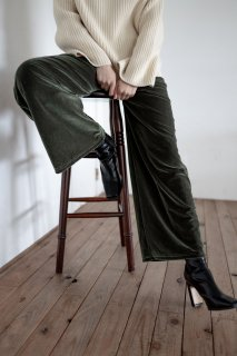 <img class='new_mark_img1' src='https://img.shop-pro.jp/img/new/icons38.gif' style='border:none;display:inline;margin:0px;padding:0px;width:auto;' />Green Velor Pants<br>[KHAKI]