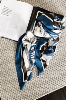 <img class='new_mark_img1' src='https://img.shop-pro.jp/img/new/icons38.gif' style='border:none;display:inline;margin:0px;padding:0px;width:auto;' />Silk Big Scarf<br>[WHITE×BLUE][B品]