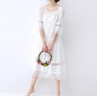 ★SALE★刺繍+レース高級感いっぱい、ピンタック付ロングワンピース♪