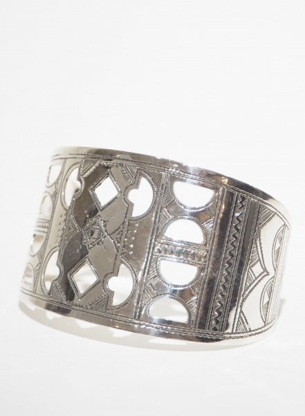 <img class='new_mark_img1' src='https://img.shop-pro.jp/img/new/icons14.gif' style='border:none;display:inline;margin:0px;padding:0px;width:auto;' />[TOUAREG SILVER] BANGLE-20