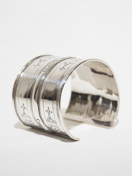 <img class='new_mark_img1' src='https://img.shop-pro.jp/img/new/icons14.gif' style='border:none;display:inline;margin:0px;padding:0px;width:auto;' />[TOUAREG SILVER] BANGLE-23